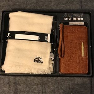 NWT Steve Madden Wallet and Scarf Set